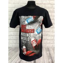 Čierne tričko s teniskami