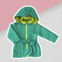 Tyrkysová prechodná bunda dievča