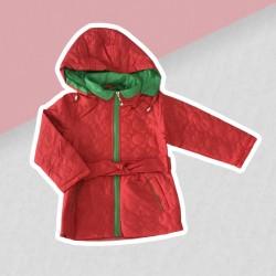 Červeno-zelená prechodná bunda dievča